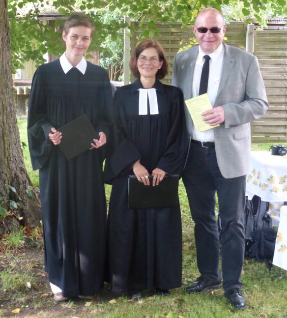 Vor dem Gottesdienst: Pfarrerin Franziska Kaus, Pfarrerin Angelika Zädow, Pfarrer Uwe Jauch.